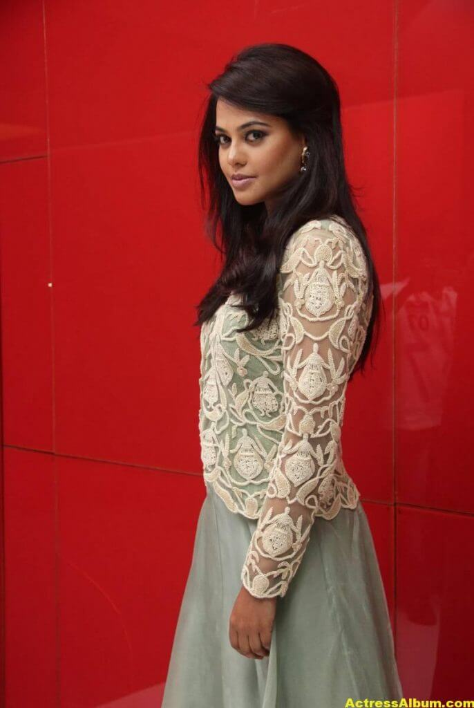 Actress Bindu Madhavi Photos In Green Dress 5