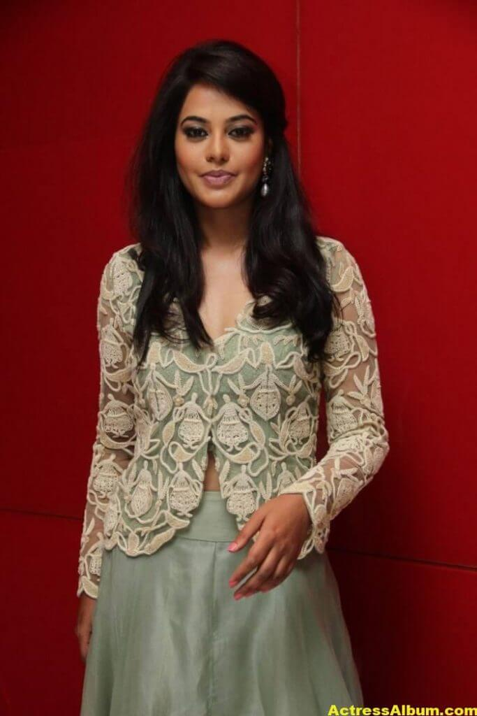 Actress Bindu Madhavi Photos In Green Dress 6