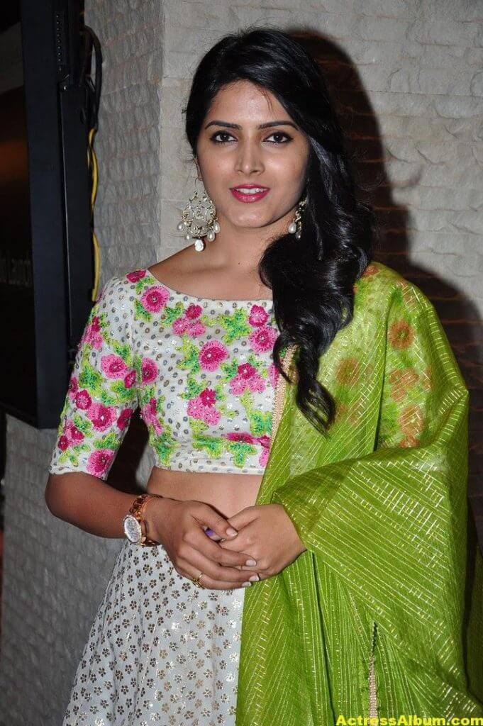 Actress Pavani Gangireddy Pics In Green Dress 4