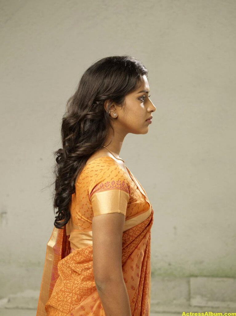 Amala Paul Hot Navel Show Photos In Orange Saree 2