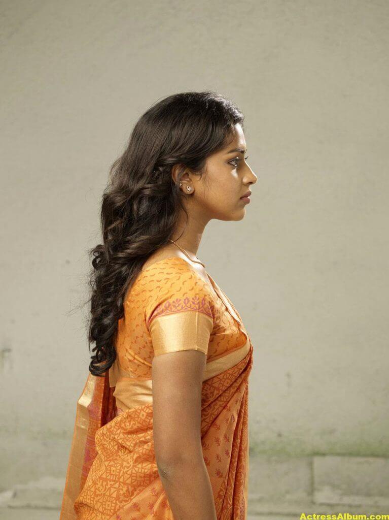 Amala Paul Hot Navel Show Photos In Orange Saree 2
