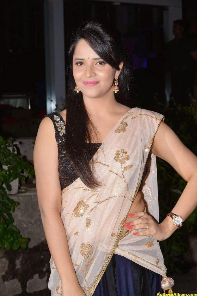 Anasuya Hip Show Photos In Black Half Saree 2