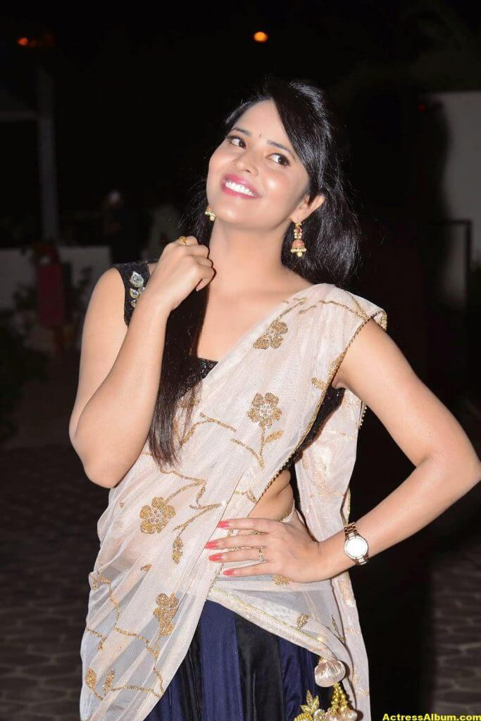 Anasuya Hip Show Photos In Black Half Saree 3