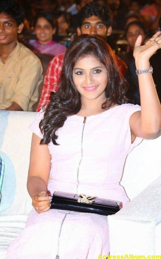 Anjali Hot Thigh Show Photos In White Dress (3)