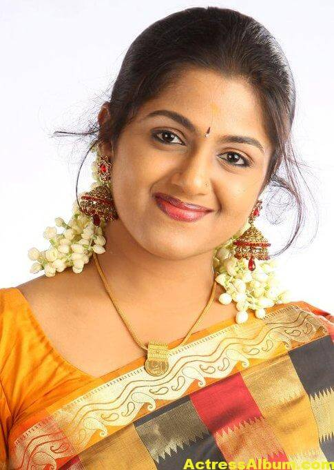 Anjana Haridas Hot Navel Show Photos In Yellow Saree (2)