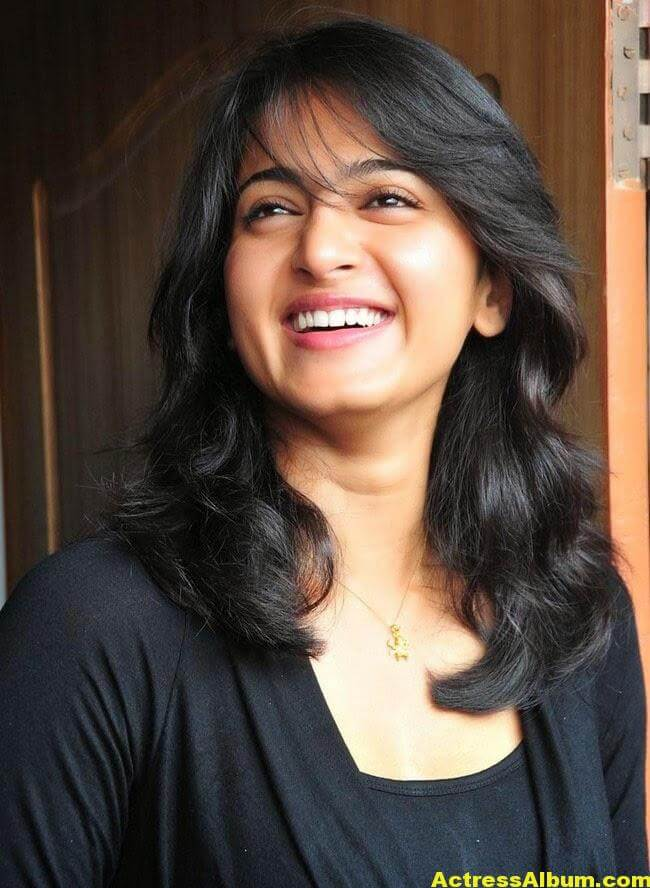 Anushka Latest Photo Gallery In Black Dress 1