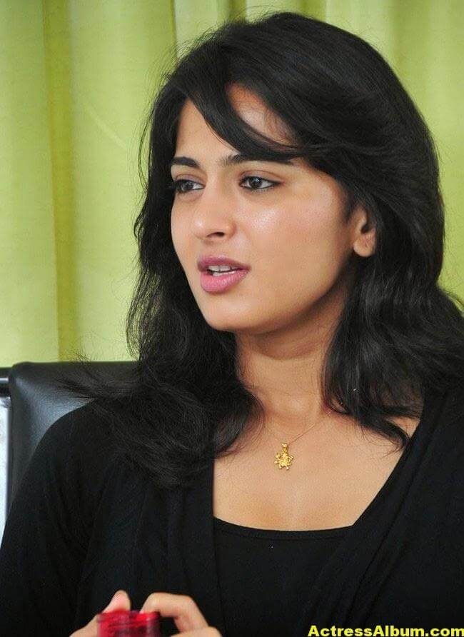 Anushka Latest Photo Gallery In Black Dress 3