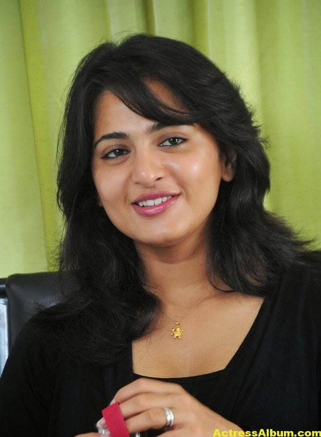 Anushka Latest Photo Gallery In Black Dress 4