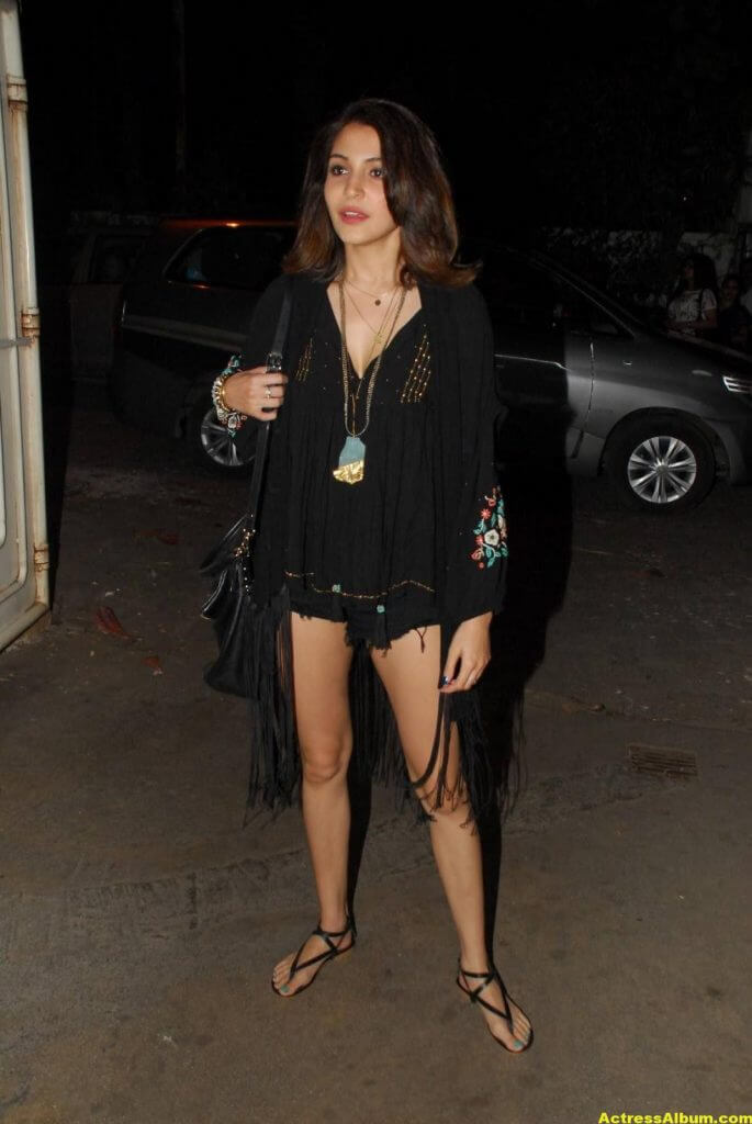 Anushka Sharma Hot Legs Thigh Show In Short Black Dress (3)