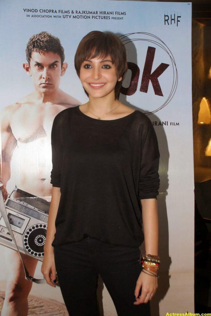 Anushka Sharma Hot Photos In Black Dress (2)