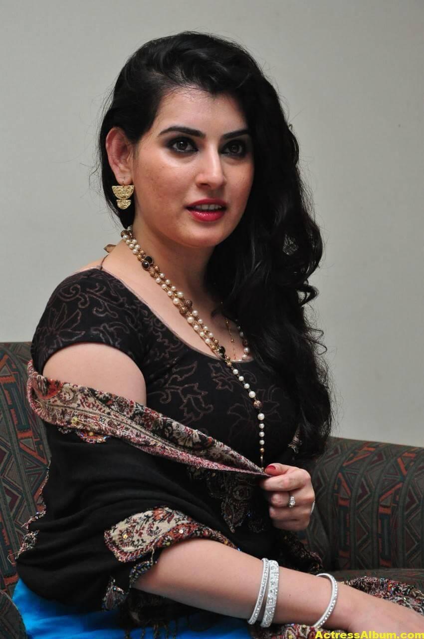 Archana Beautiful Stills In Black Dress 2