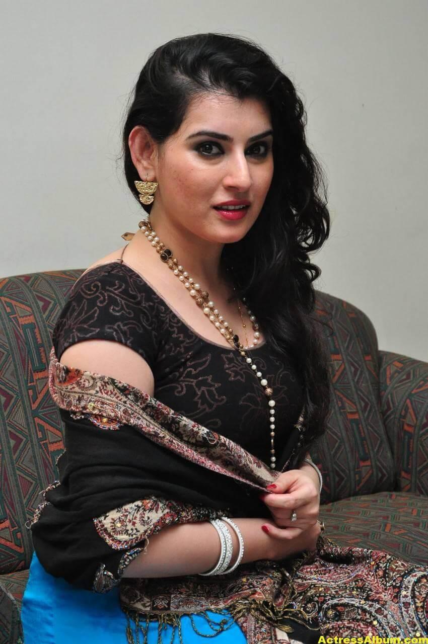 Archana Beautiful Stills In Black Dress 3