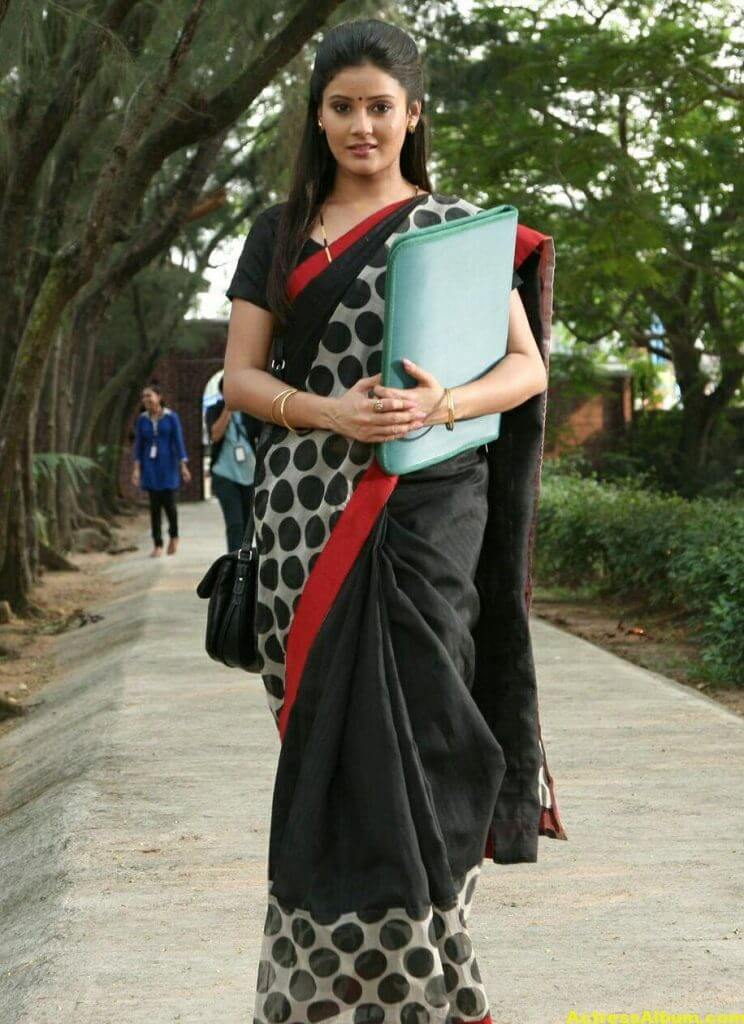 Archana Gupta Hot Photos In Black Saree (1)