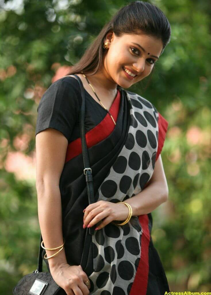 Archana Gupta Hot Photos In Black Saree (4)