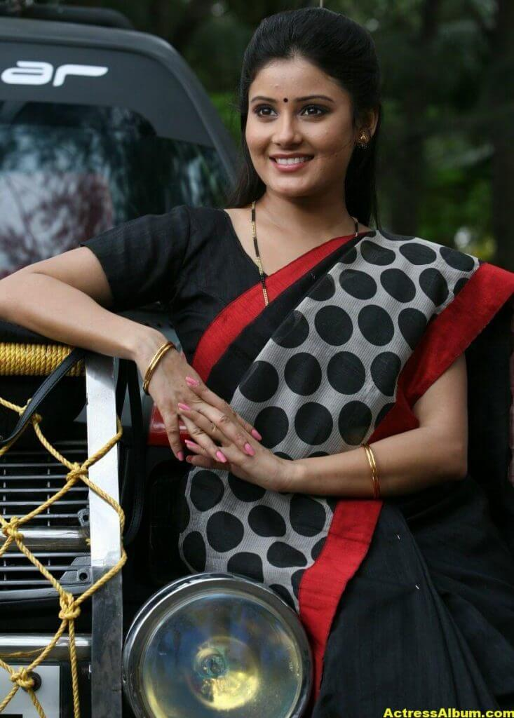 Archana Gupta Hot Photos In Black Saree (6)
