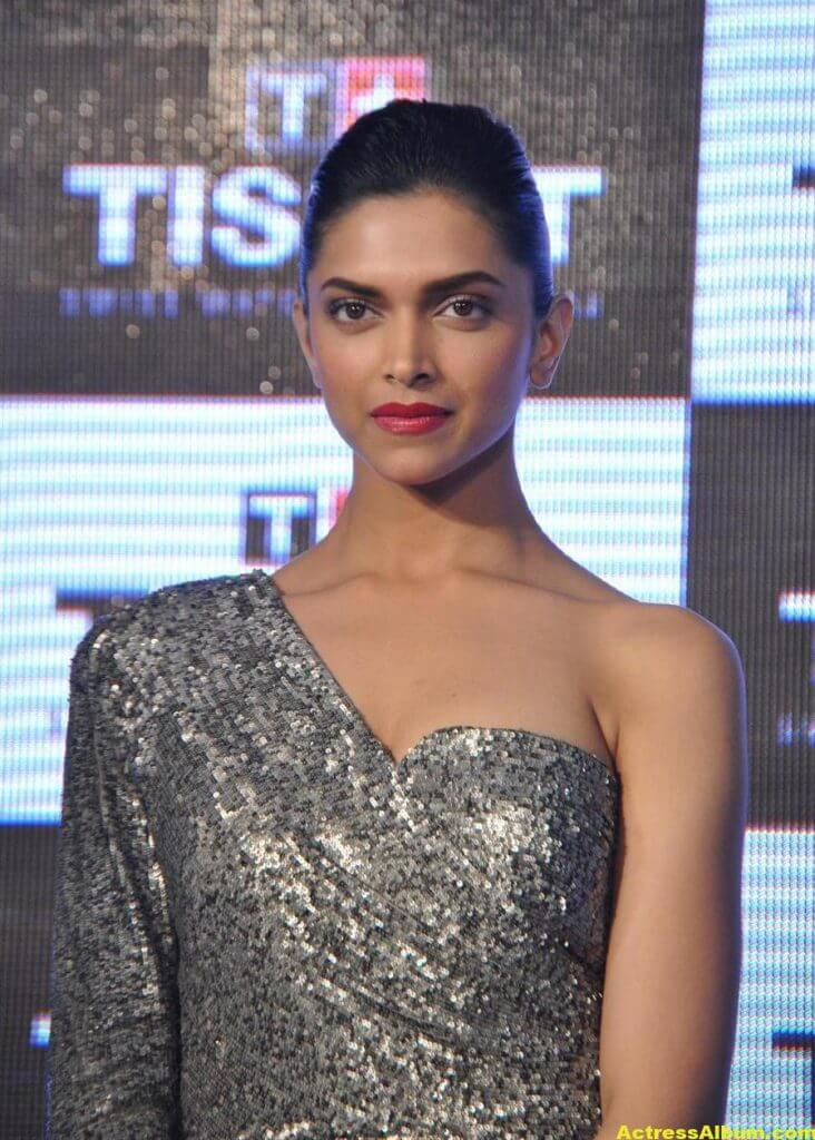 Deepika Padukone Hot Photos In Black Dress 1