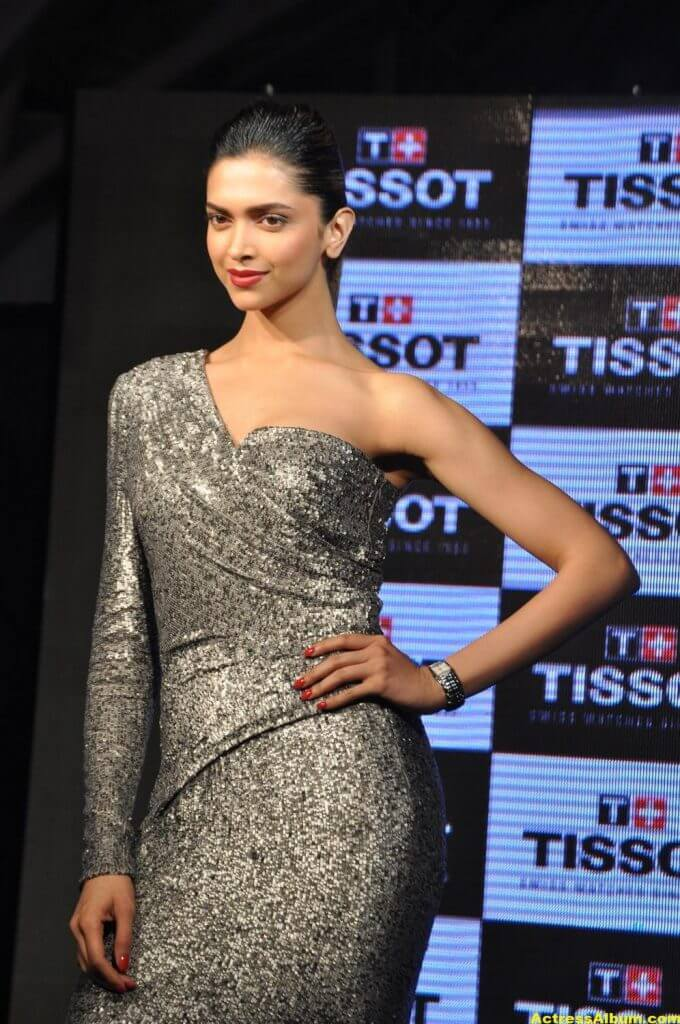 Deepika Padukone Hot Photos In Black Dress 4