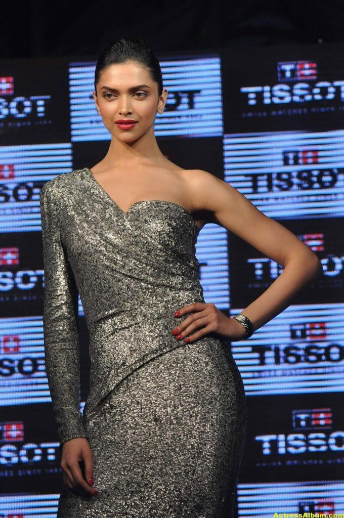 Deepika Padukone Hot Photos In Black Dress 5