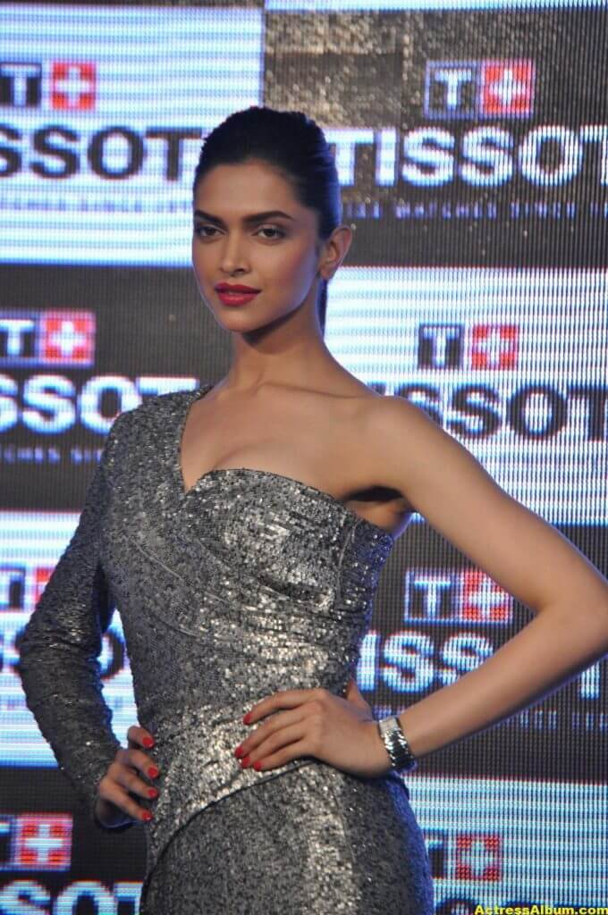 Deepika Padukone Hot Photos In Black Dress 6