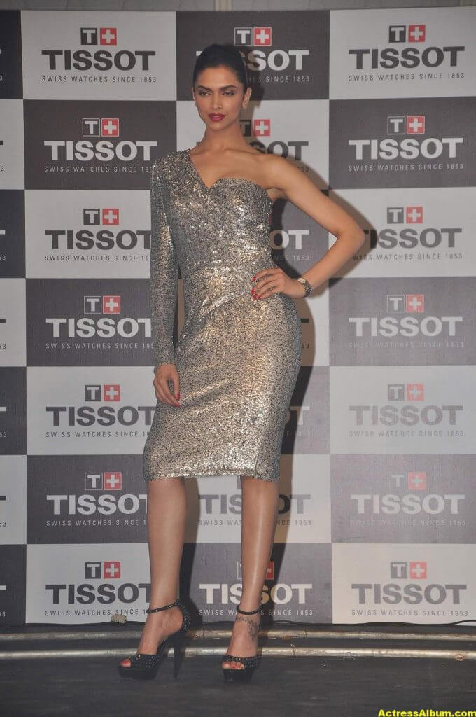 Deepika Padukone Hot Photos In Black Dress 7