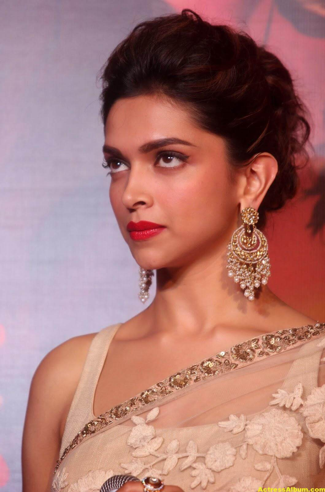 Deepika Padukone Latest Hot Photos In White Saree 0