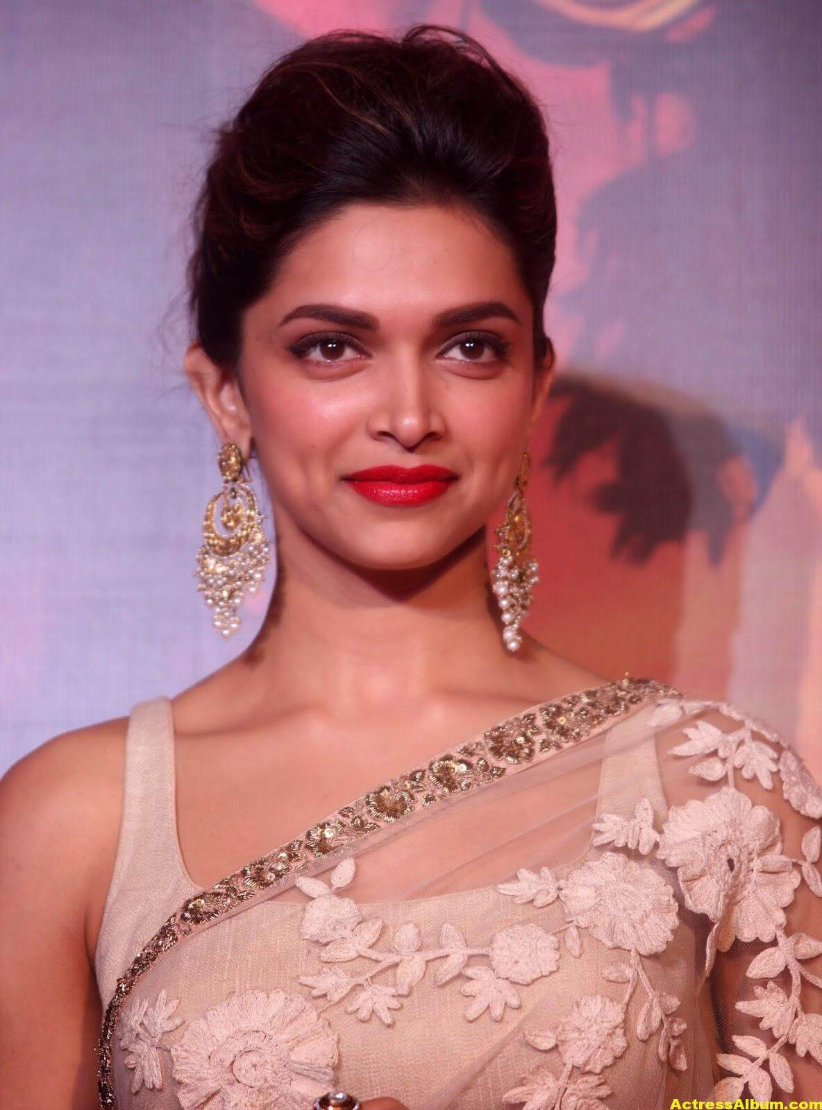 Deepika Padukone Latest Hot Photos In White Saree 1