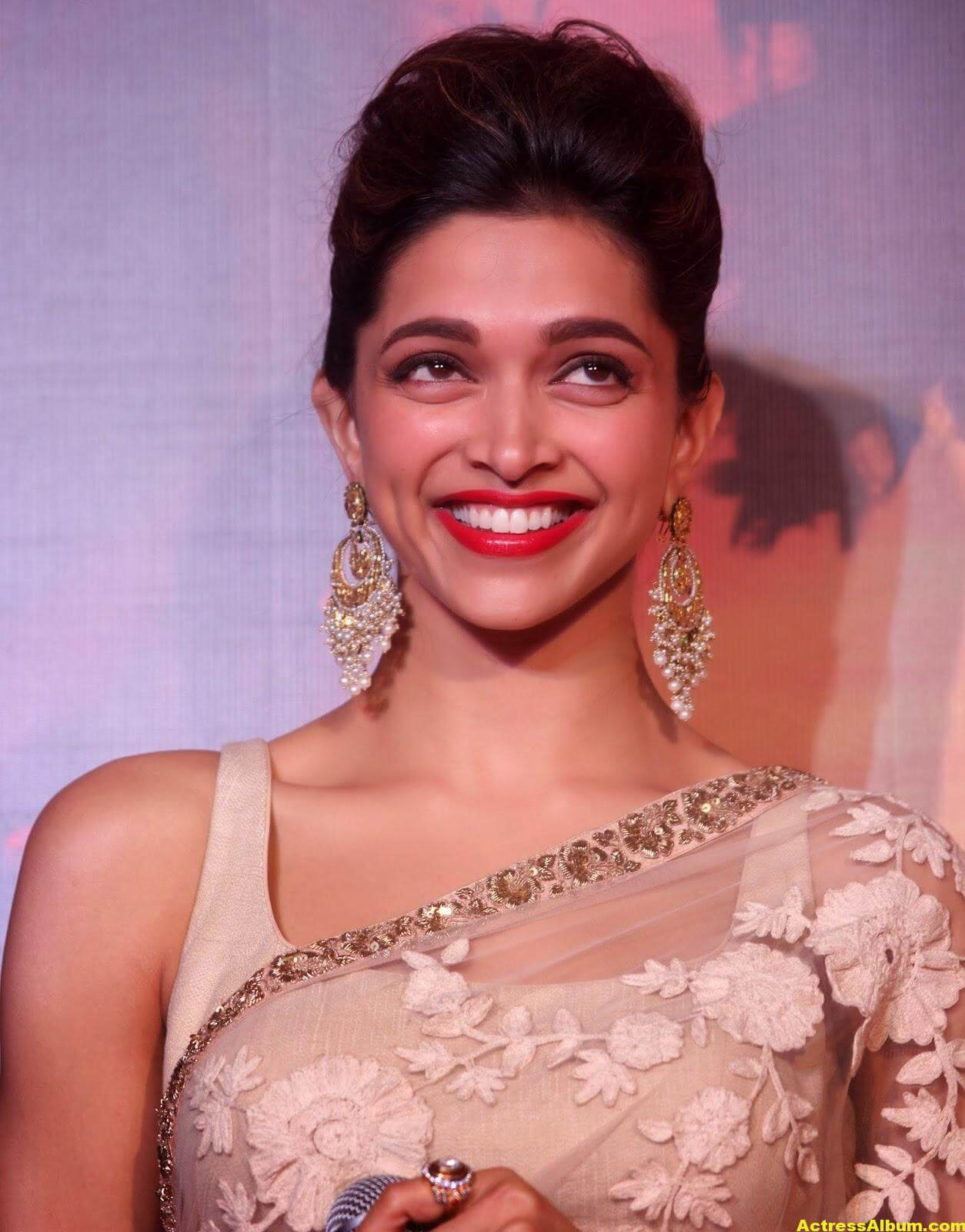 Deepika Padukone Latest Hot Photos In White Saree 7