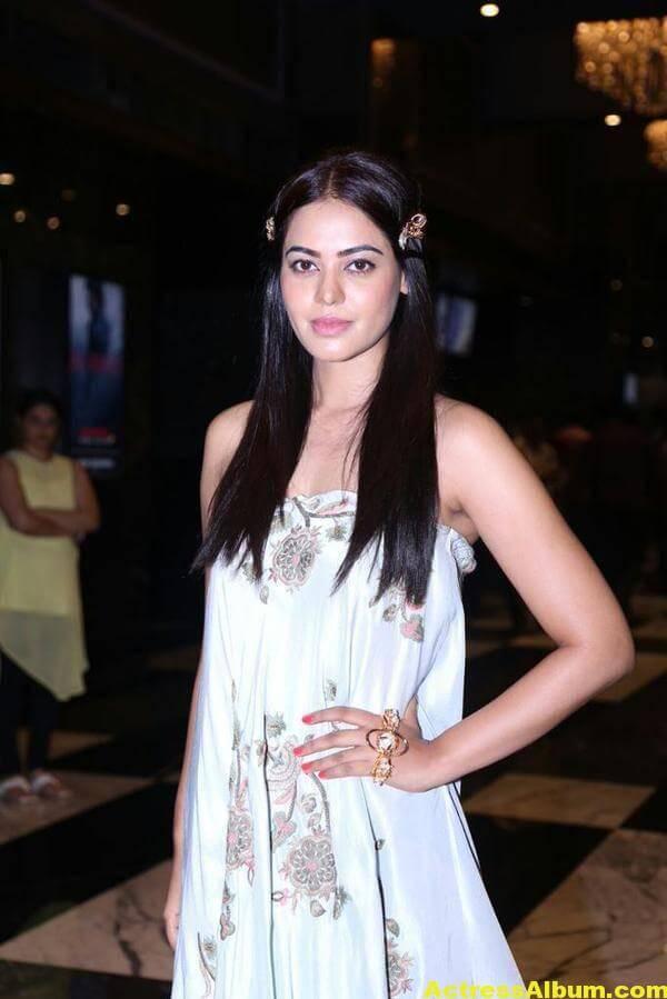 Glamorous Bindu Madhavi Photos In Blue Dress 3