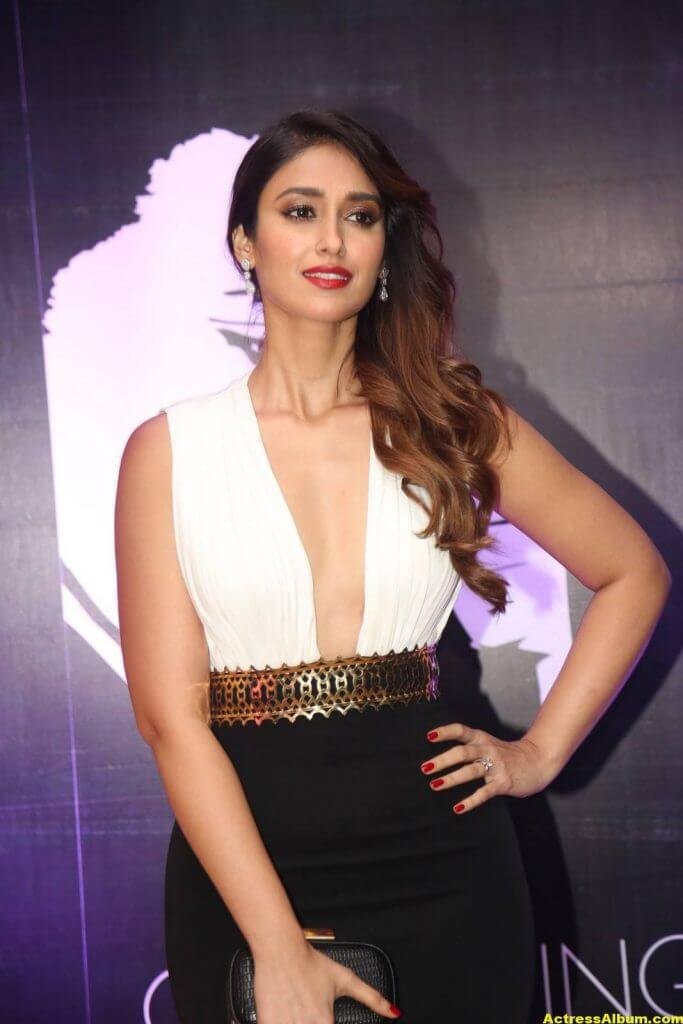 Glamorous Ileana Hot Stills In White Dress 3