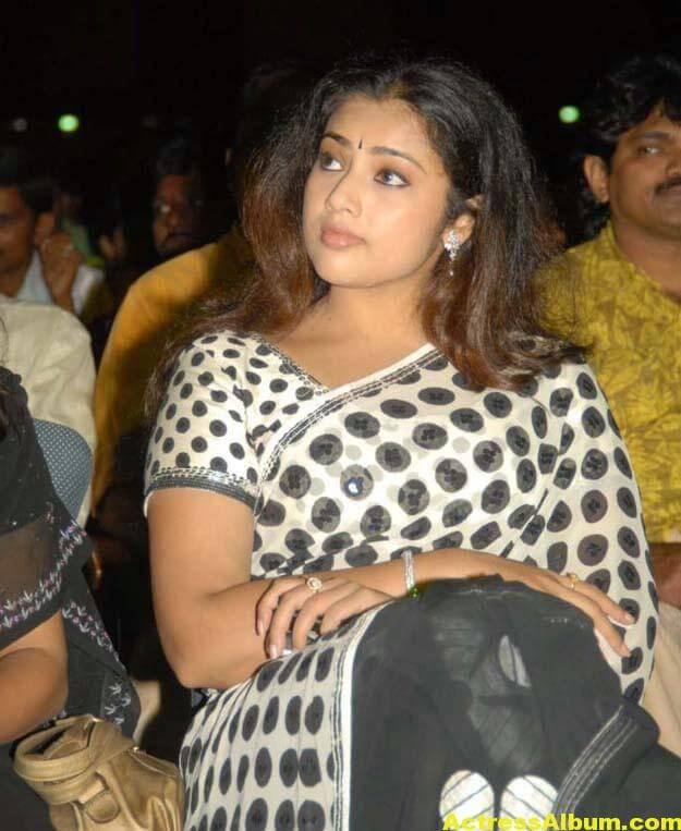 Hot Actress Meena Photos In Black Saree 1