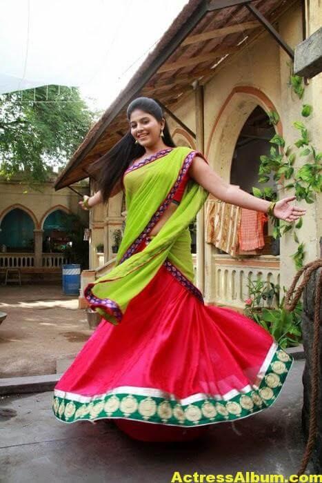 Hot Anjali Photos In Green Half Saree (4)