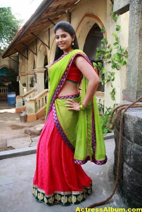 Hot Anjali Photos In Green Half Saree (5)