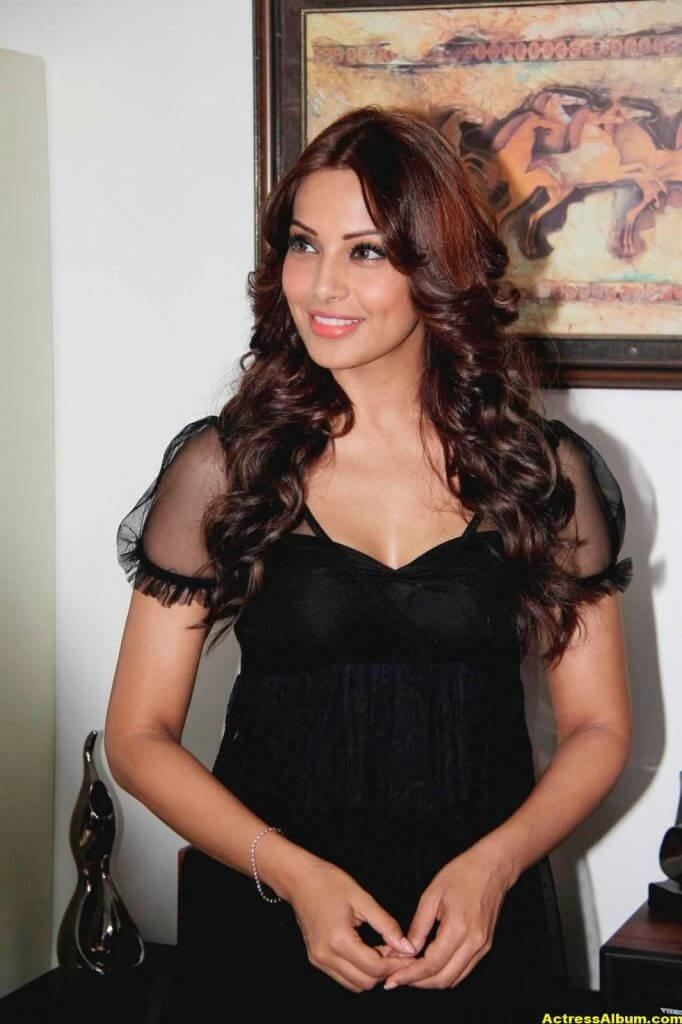Hot Bipasha Basu Stills In Black Dress 1