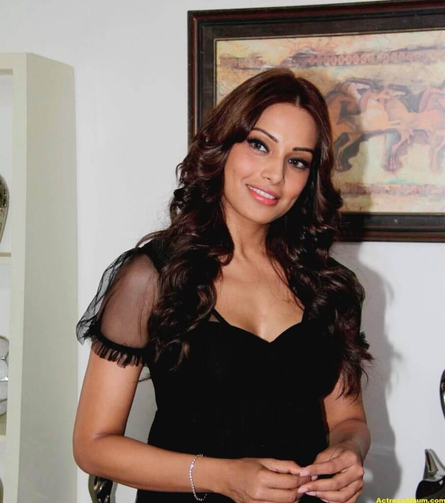 Hot Bipasha Basu Stills In Black Dress 2