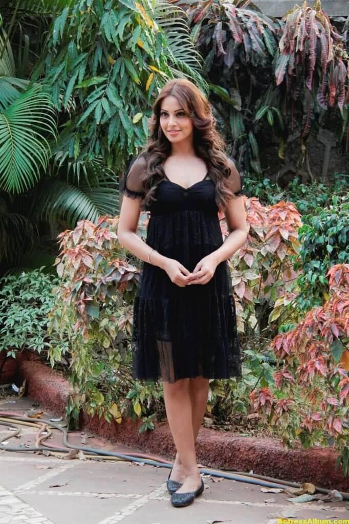 Hot Bipasha Basu Stills In Black Dress 3