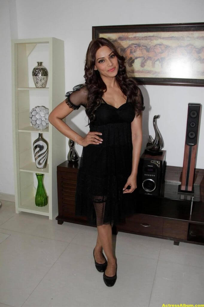 Hot Bipasha Basu Stills In Black Dress 5