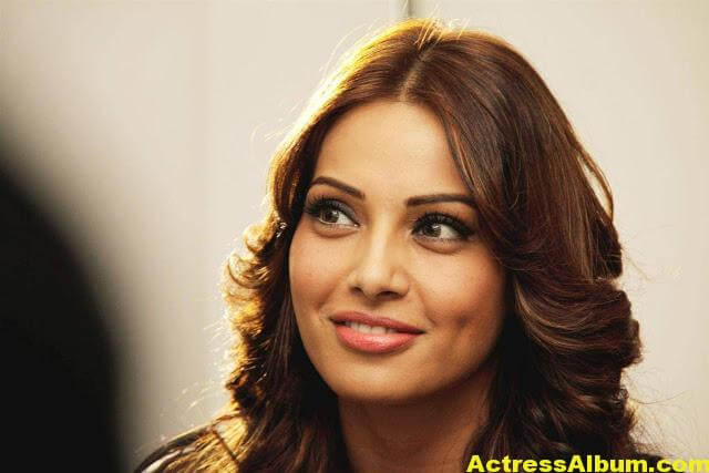 Hot Bipasha Basu Stills In Black Dress 6