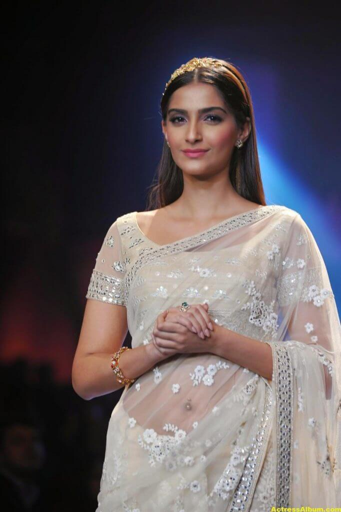 Hot Photos Sonam Kapoor In White Saree-8859