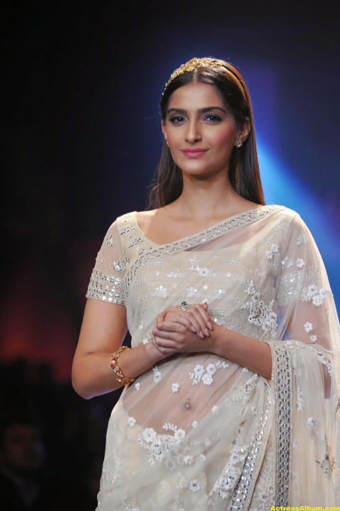 Hot Photos Sonam Kapoor In White Saree (1)