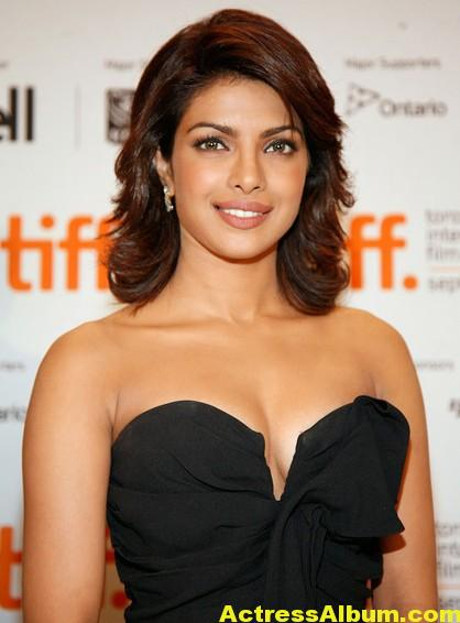 Hot Priyanka Chopra Pics in Black Gown 1