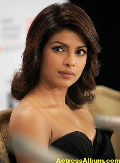 Hot Priyanka Chopra Pics in Black Gown 2