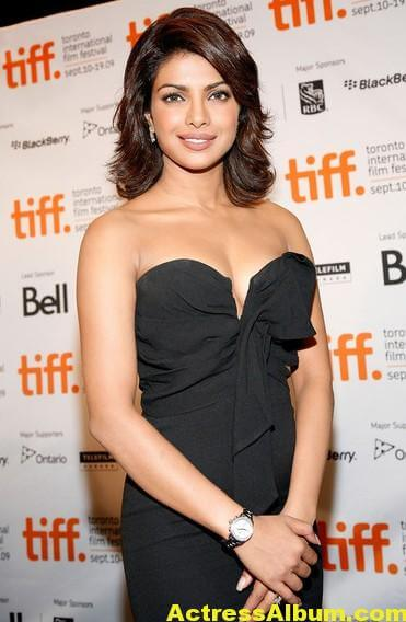 Hot Priyanka Chopra Pics in Black Gown 3