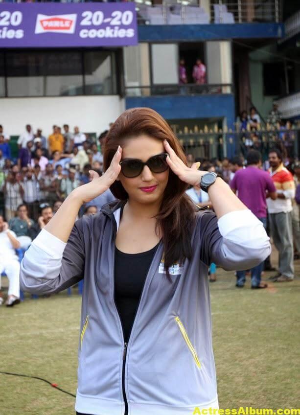 Huma Qureshi Hot Photos In Blue Dress 5