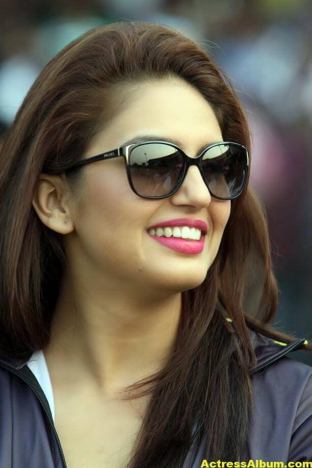 Huma Qureshi Hot Photos In Blue Dress 6