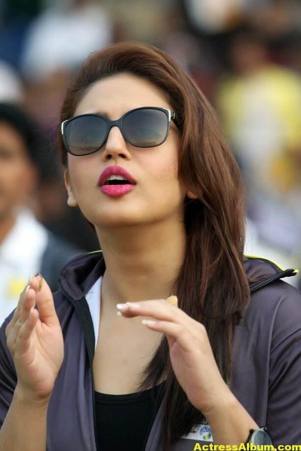Huma Qureshi Hot Photos In Blue Dress 7