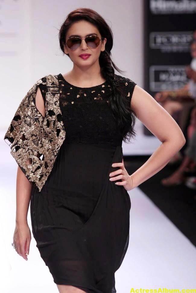 Huma Qureshi Hot Stills In Black Color Dress 1