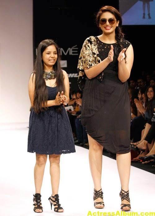 Huma Qureshi Hot Stills In Black Color Dress 2
