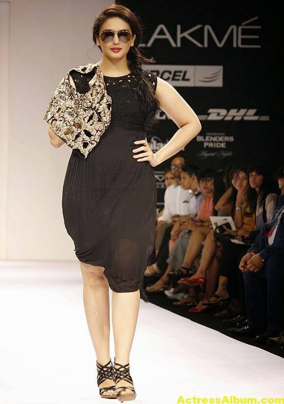 Huma Qureshi Hot Stills In Black Color Dress 4