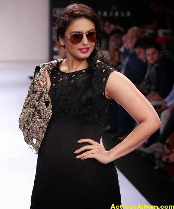 Huma Qureshi Hot Stills In Black Color Dress 5