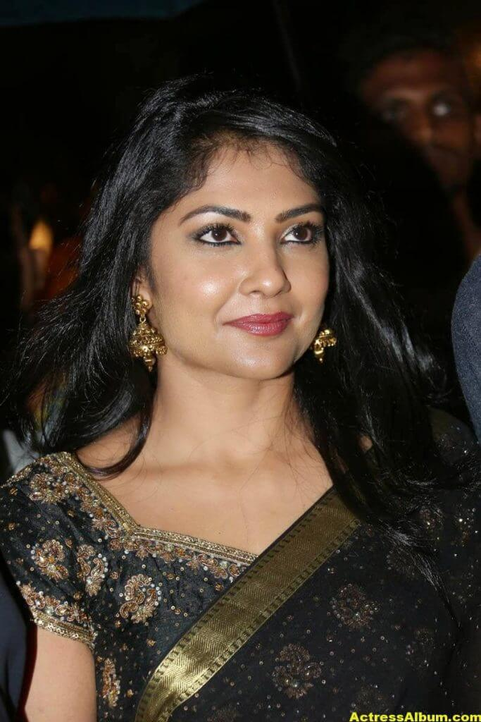 Kamalinee Mukherjee Hip Navel Photos In Black Saree 0